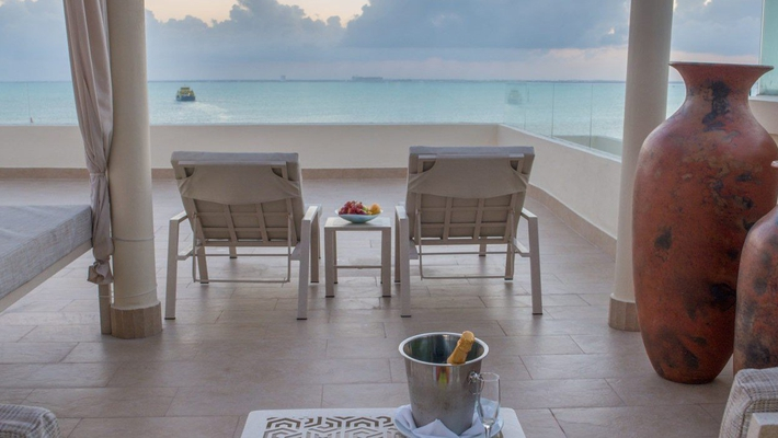 Grand platinum suite with private rooftop pool privilege aluxes hotel isla mujeres