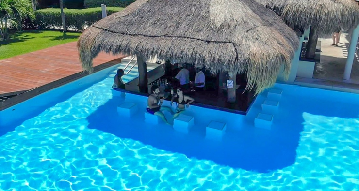 Pool bar privilege aluxes hotel isla mujeres