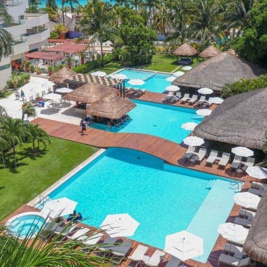 Swimmimg pools privilege aluxes hotel isla mujeres